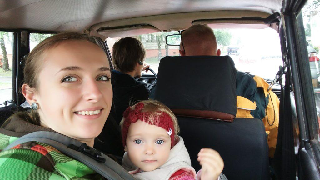 У машині в слінгу